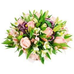 Cesta de Flores Mediano con Rosas Rosadas mables moradas y Alstroemerias