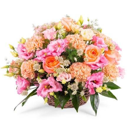 Cesta de Flores Mediana con Lisianthum Rosados y Rosas Color Damasco más Hipéricocanastillo