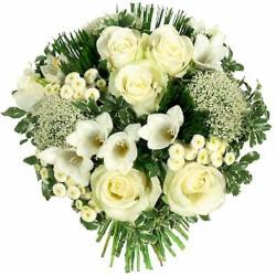 Ramo de Flores en Tonos Blancos Liliums Gerberas y Rosas
