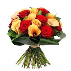 Ramo de flores con Rosas Rojas y Mini Calas