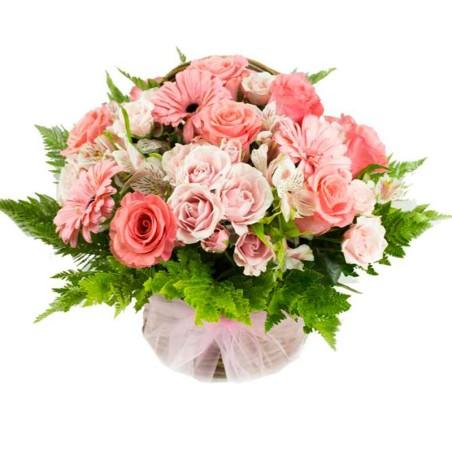 Cesta de Flores con Delicados Tonos Rosados