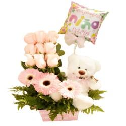 Canastillo de Nacimiento niña con Rosas 9 rosas en formación y Gerberas + peluche y globo