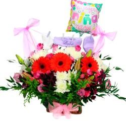 Cesta para Nacimiento de Niñas con Ropita Flores Mix y Globo
