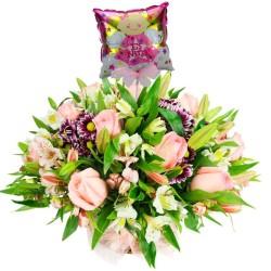 Canastillo con Rosas y Liliums Rosados para Nacimiento más Globo es una Niña