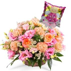 Canastillo con Rosas damasco y Lisianthus Rosados para Nacimiento más Globo es una Niña