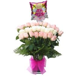 Florero con 24 Rosas Blancas y Rosadas para Nacimiento con Globo Para Ñiña