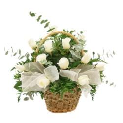 Canastillo con rosas para Condolencias 12 Rosas Blancas