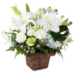 Canastillo de Condolencias Pequeño de Flores y Liliums Blancos