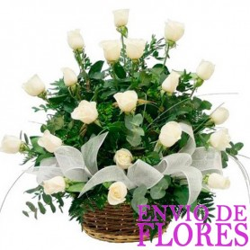 Canastillo con rosas para Condolencias 24 Rosas Blancas