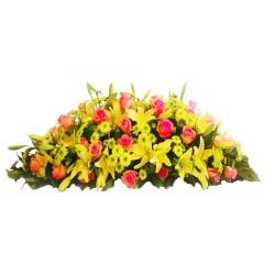 Cubre Urna con 30 Rosas REosadas y 30 Varas de Liliums Amarillos + Flores Mix