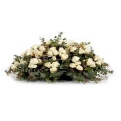Ovalo con 50 Rosas Blancas para Condolencia