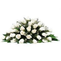 Ovalo con 40 Rosas Blancas para Condolencia