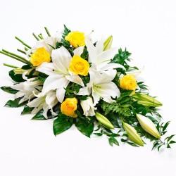Arreglo de Flores para Condolencia con Rosas y Liliums Amarillos