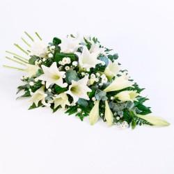 Arreglo de Flores para Condolencia con Liliums Blancos + flores Mix
