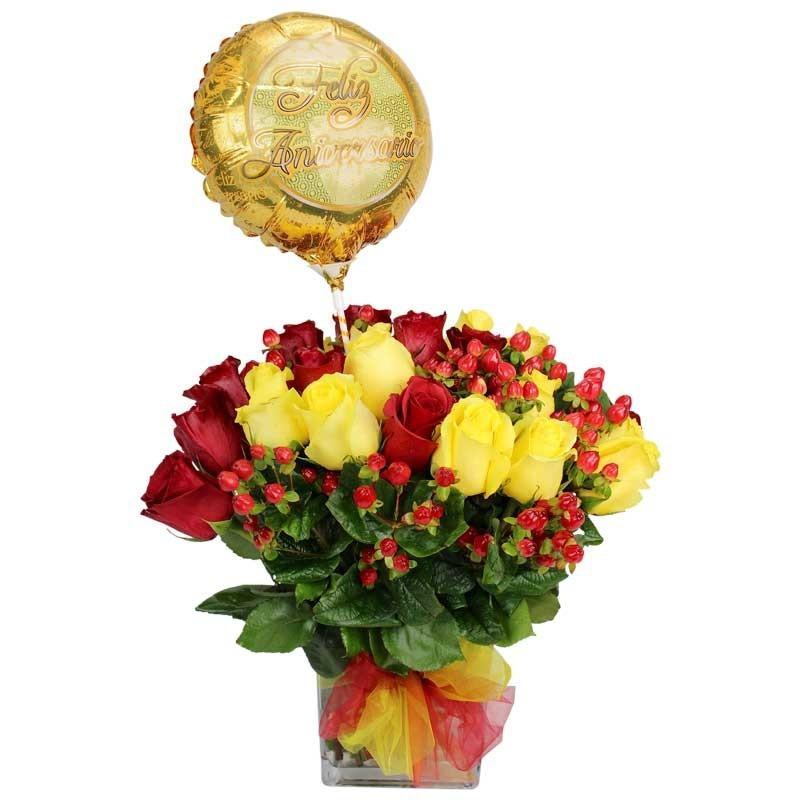 florero con 24 rosas rojas y amarillas globo feliz aniversario