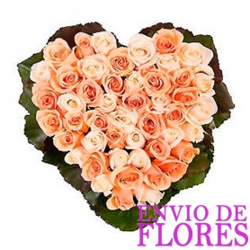Cesta de 30 Rosas con Forma de Corazón color Damasco