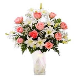 Florero con flores Lilium y Rosas Rosadas