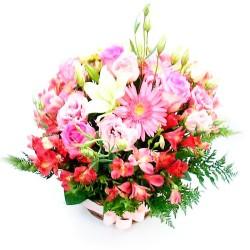 Cesta de Flores Rosas para Nacimiento