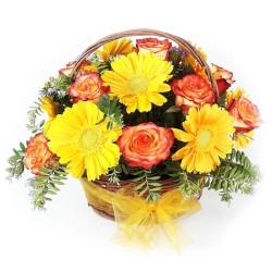 Cesta de 12 Rosas Circus más Gerberas Amarillas