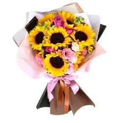 Ramo de 10 Girasoles Más y Flores de Temporada en Tonos Rosadas