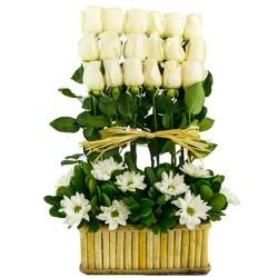 Condolencias 18 Rosas Blancas en Base de Madera