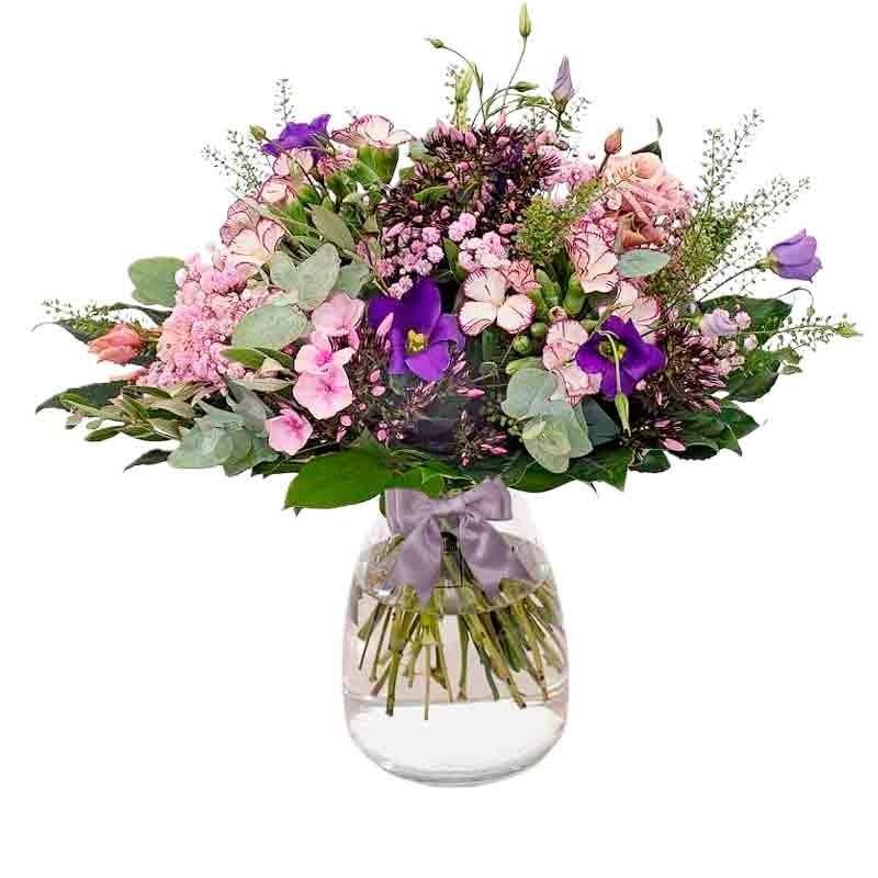 Florero con Lisianthus más Flores Rústicas y Eucaliptos en tonos rosados