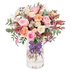 Florero Rústico con Flores Rosadas Eucalipto 6 rosas Rosadas Astromelias Limonios y Flores Silvestres