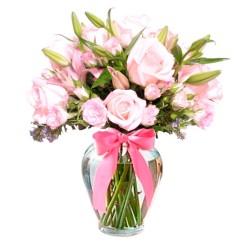 Florero Con 12 rosas y 10 Liliums Rosados más Mini Rosas